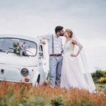 Vintagewedding Look für den Bräutigam und die Braut.